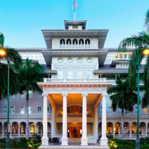 extravagant white building Moana Surfrider hotel on Oahu