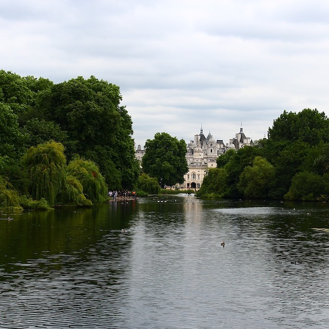 Serpentine river and greenery of Hyde Park